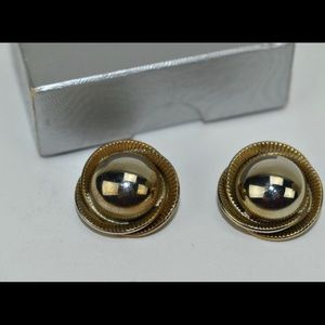 Vintage Gold plated clip earrings - spectacular!